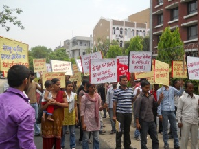 protest at up bhawan1