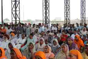 Villagers at public hearing (image: prakash k ray)