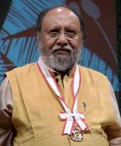 Ashis Nandy, receiving the Fukuoka Asian Culture Prize in 2007. (image: Mohan Trivedi/Wiki)