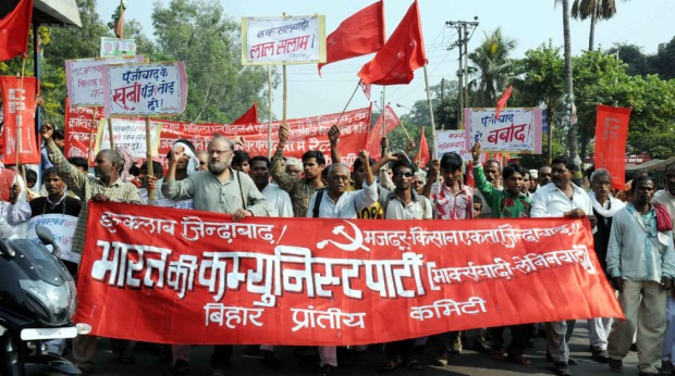 CPI-ML activists took out rally and staged demonstration to highlight price rise, corruption, atrocities on women and police repression in Patna on November 7, 2012. Several CPI-ML leaders addressed the rally. Photo: Aftab Alam Siddiqui (http://viewpatna.blogspot.in)