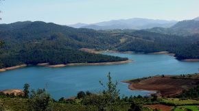 Emerald Lake near Ooty (photo: Sankara CS/wiki)