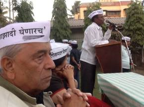 Admiral Ramdas, Anjali Damania, Sudarshan in an AAP meeting in Alibag, Maharashtra