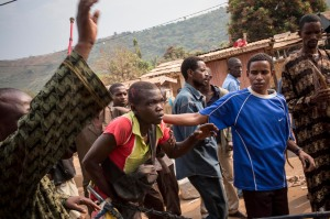 A mob of Muslims attack and attempt to lynch a Christian man, second from left, who works transporting goods to the market, in a revenge-attack for the killing of one of their community members. He escaped. January 23, 2014. © 2014 Marcus Bleasdale/VII for Human Rights Watch