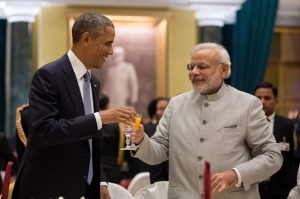 President Barack Obama toasts Prime Minister Narendra Modi during a State Dinner in New Delhi (photo: Pete Souza)