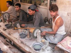 marble_grinding_near_taj_mahal_june_2006